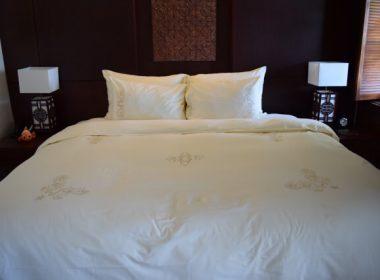 キングベッドのベッドサイズと特徴について