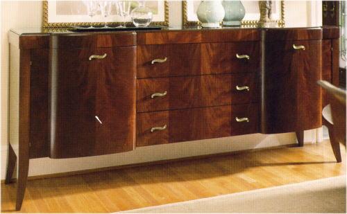 曲線美が特徴のマホガニーテーブルのアンティークコーデ