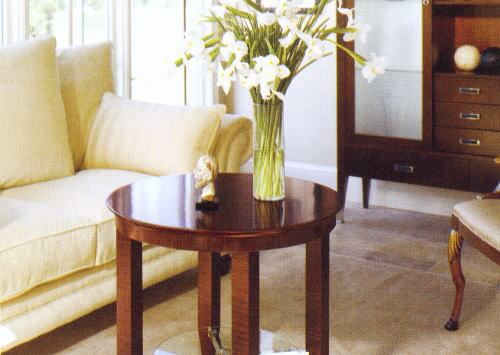 部屋の広さを損なわずにオシャレ感を出すサイドテーブル