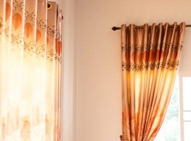 洗ったカーテンはレールに吊るして干すべし!