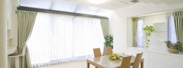 部屋の印象がガラリと変わる家具に合わせたカーテンコーデ