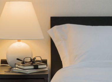 ベッドの高さ・タイプに合わせたサイドテーブルの選び方