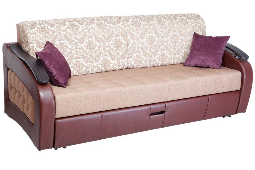 アンティーク調のソファベッドで演出するさりげないクラシックコーデ2