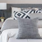 寝室を彩るおしゃれな枕カバーとベッドメイクコーディネート1