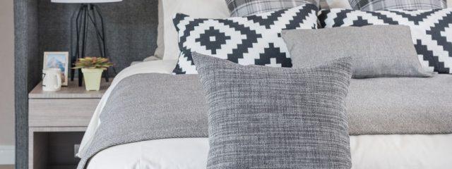 寝室を彩るおしゃれな枕カバーとベッドメイクコーディネート